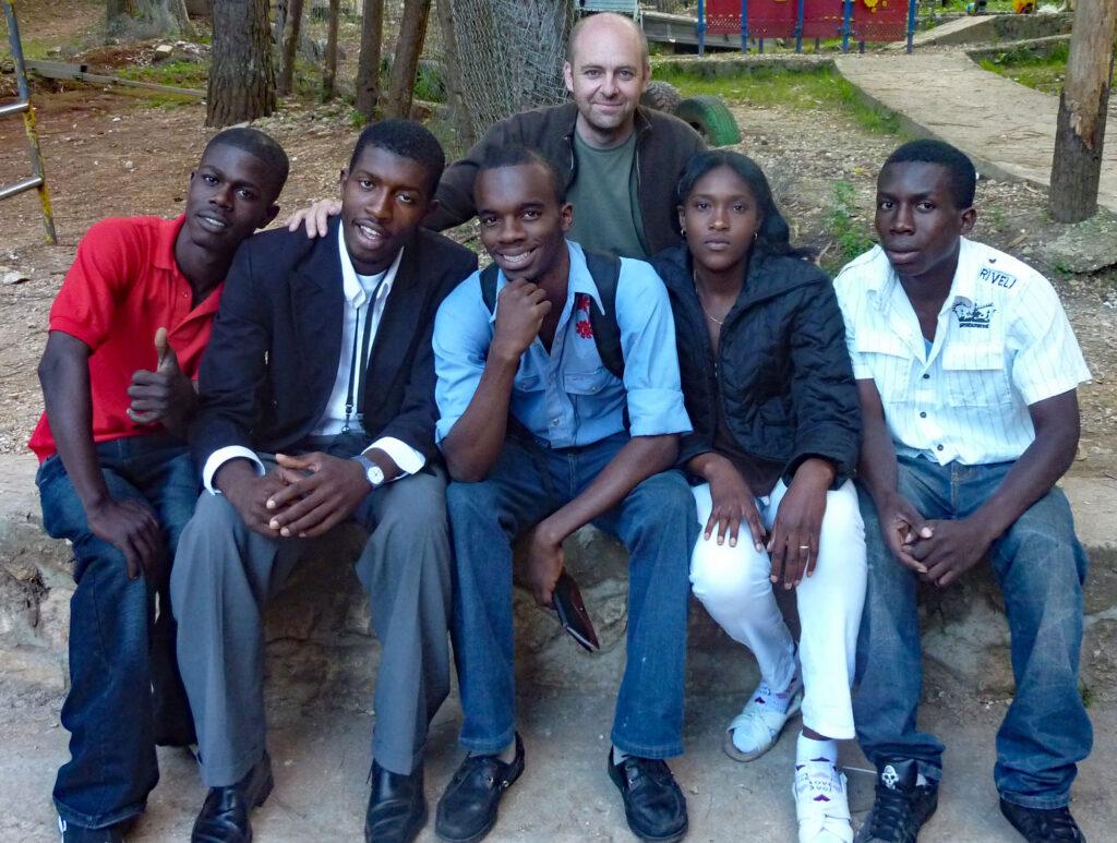 Grupo de jóvenes de NPH Haití con Xavier Adsará