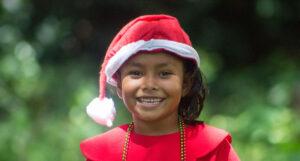 Niña vestida de navidad